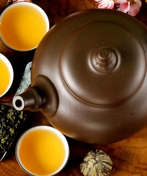 Excess green tea can cause vomiting, dizziness, heartburn, osteoporosis, high blood pressure, and anxiety. Moderation is the key to enjoying the benefits of green tea.