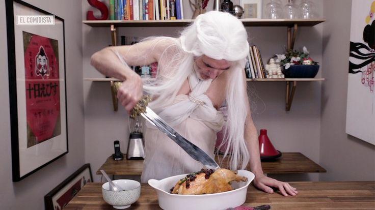 Este vídeo lo tiene todo para triunfar  una receta buenísima inspirada en una serie de éxito y una persona muy mamarracha disfrazada de Daenerys Targaryen.