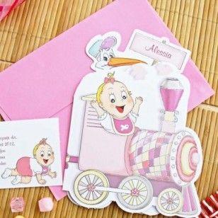 Invitatie de botez confectionata din carton alb, sub forma unui trenulet colorat in roz si mov ce duce in vagoanele sale un bebelus, o barza, un ursulet si un iepuras.