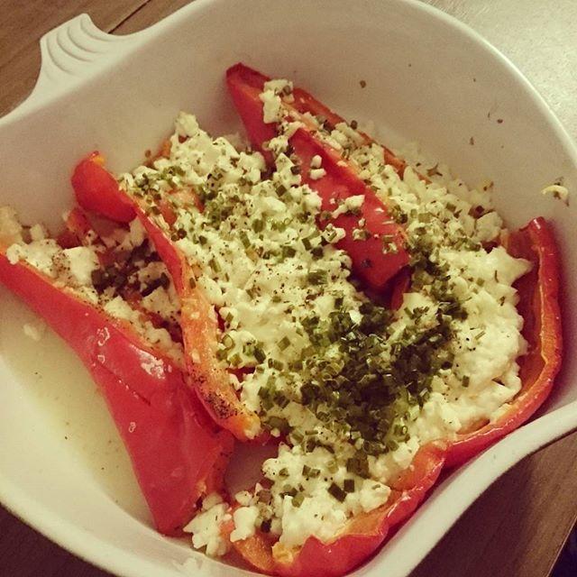 Guten Abend mein heutiges Abendessen. Gegrillte Paprika mit Feta gefüllt. #foodblogger #sis #lowcarb #abnehmen2016 #ernährungsumstellung