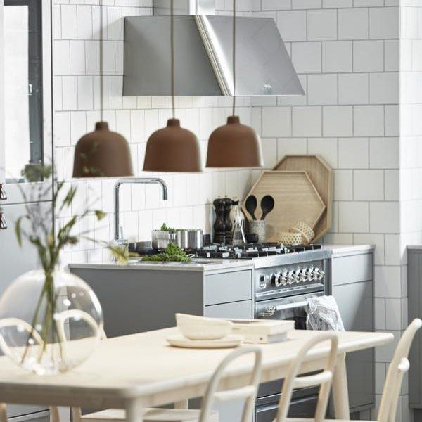 Husets ❤ Köksinspiration Mer bilder på bloggen se länk högst upp Foto: www.vedum.se #taggathem #inredning #inredningsinspo #inredningsblogg #inredningsbloggar #inredningsdetaljer #homedecor #homeinspo #interior #scandinavianhome #scandinavianliving #interiordesign #inredningsdesign #kök #kitchen #kitcheninspo #köksinspiration