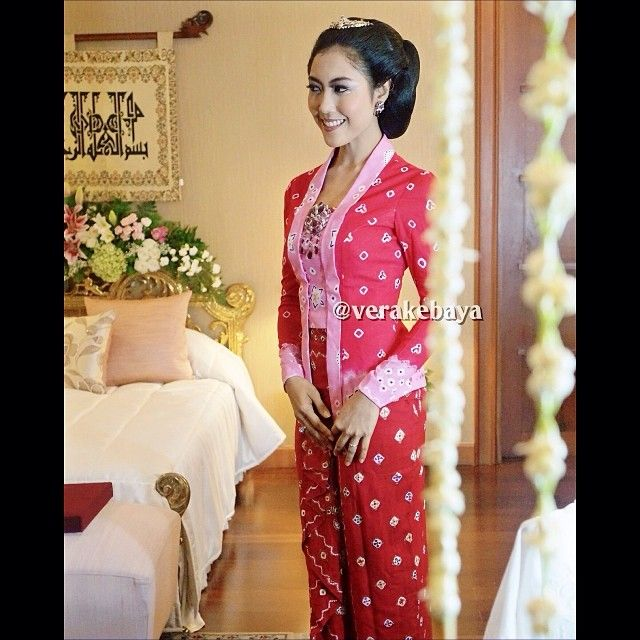 Javanese dress - by Vera Kebaya