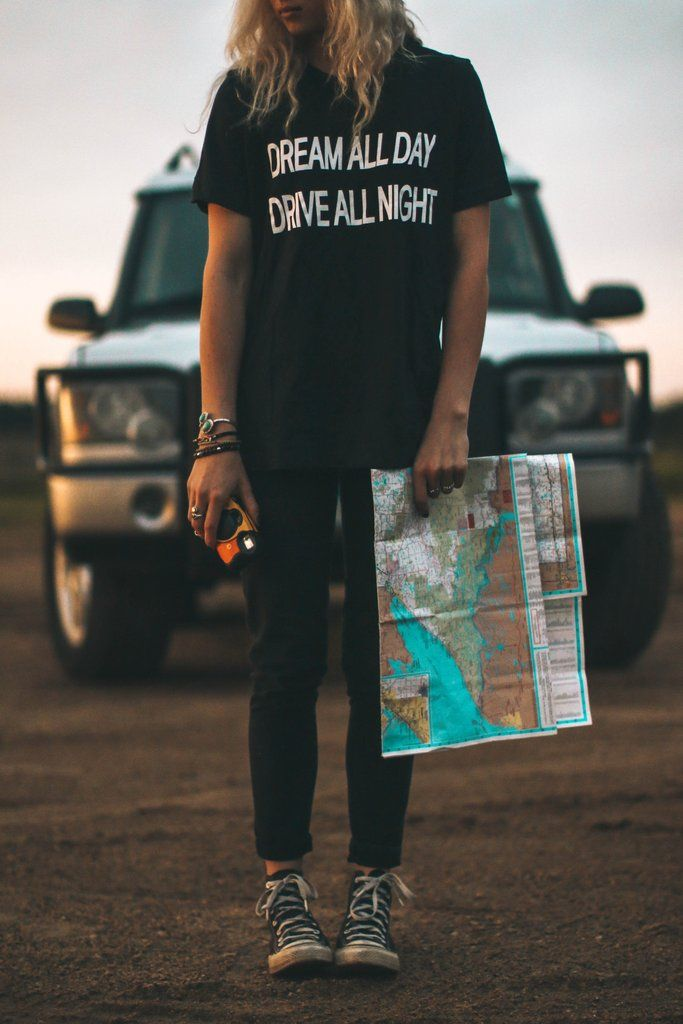 graphic tee / Dream All Day Drive All Night