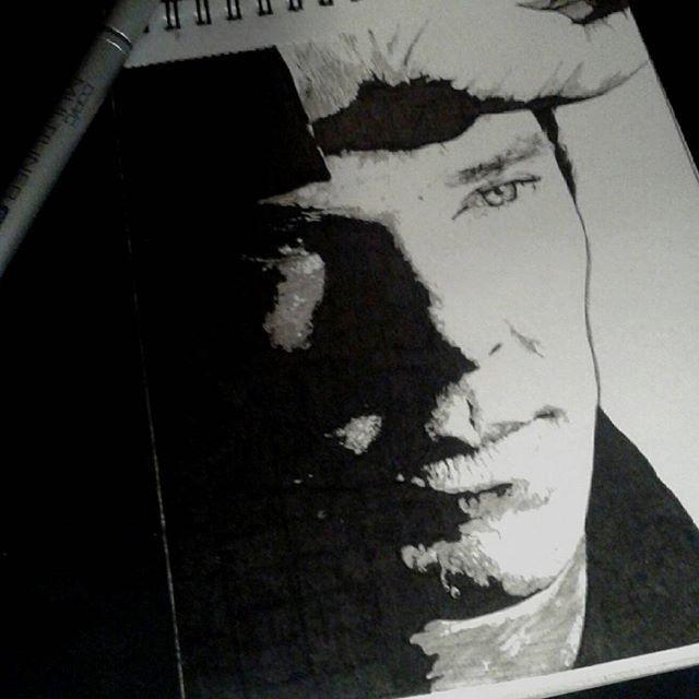 — Они были правы на ваш счёт. Вы больной психопат! — Высокоактивный социопат. С вашим номером.  #Шерлок #Sherlock #БенедиктКамбербэтч #BenedictCumberbatch #sketchbook #blackandwhite #handdraw #портрет #artblog