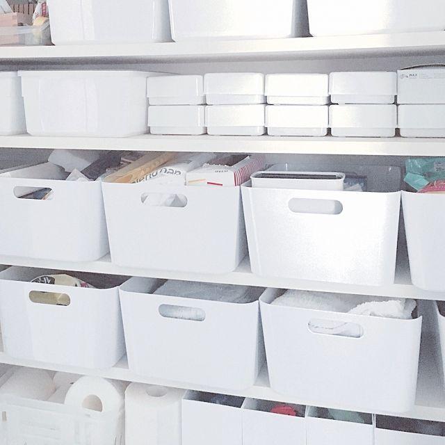 女性で、3LDKの無印良品/IKEA/パントリー/ダイソー/収納/ニトリ…などについてのインテリア実例を紹介。「パントリー 掃除用品や日用品と文房具を収納。 IKEAの白い箱の高さ=ダイソー粘土箱2個分の高さです!」(この写真は 2016-06-10 18:07:10 に共有されました)