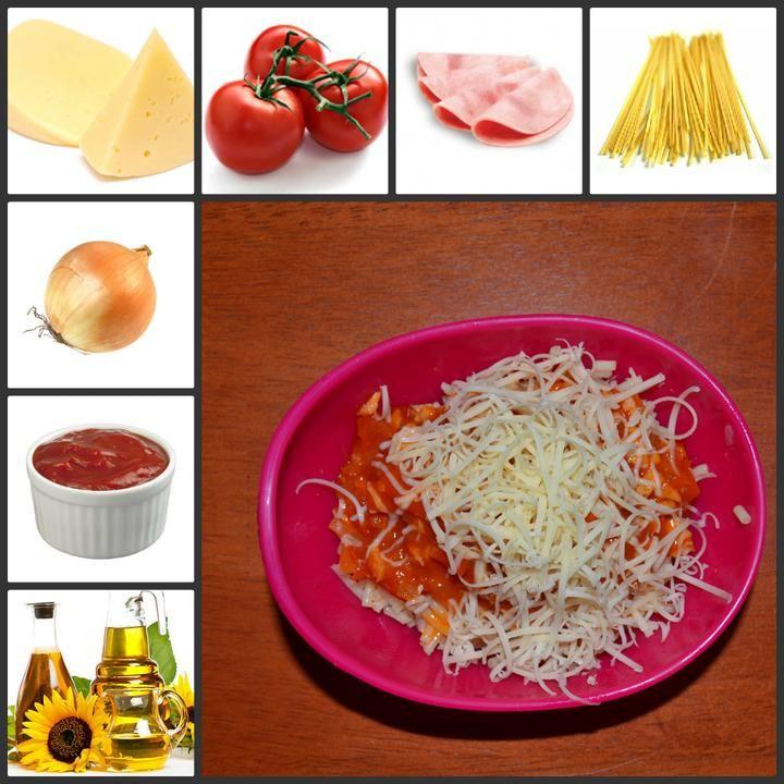 Těstoviny dáme vařit dle návodu. 1/3 cibule nasekáme najemno a orestujeme, přidáme 2 plánky šunky najemno, hrst cherry rajčat a 2 lžíce kečupu a dusíme. Hotovou porci posypeme troškou sýru.