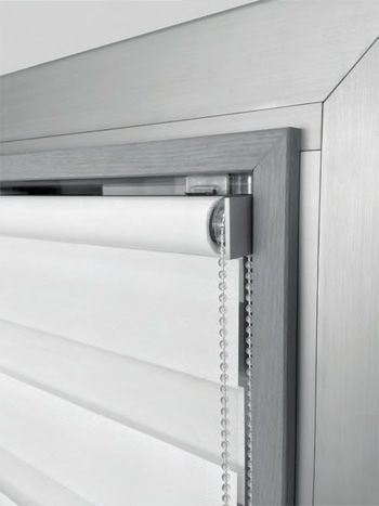 Mini roller blind system by Scaglioni: installation without drilling the window frame