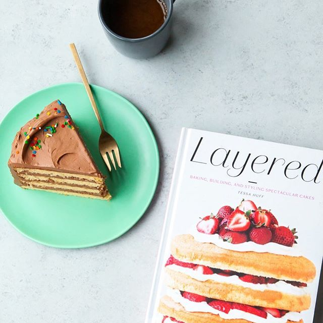 Who has #layeredcookbook on their Christmas list this year? 🙋🏻♀️The perfect gift for any cake lover/maker/eater 🍰