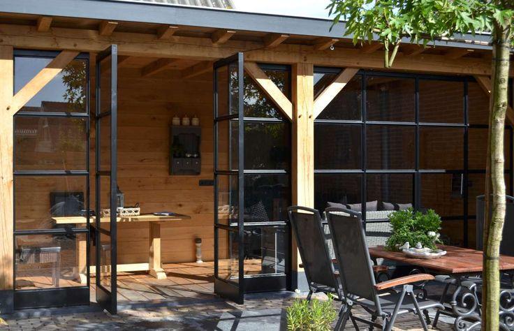 Eiken veranda met stalen taatsdeuren in Ederveen - HaBé   Bouwen in Stijl