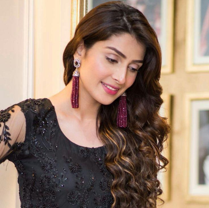 Ayeza Khan Throw Back to #BellagioBySadaf Salon Launch! Photography by #KashifQadri Makeup by #BellagioBySadaf #Beautiful #Lovely #Cutie #AyezaKhan #PakistaniActresses #PakistaniCelebrities  ✨