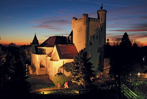 The Splendour of Ancient Times http://www.airserbia.com/en/home/main_menu/travel_info/airserbia_review/maj_2014/dvorci_vojvodine_ar_05_2014.html