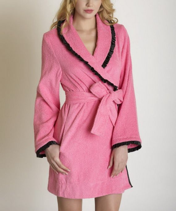 Sleep Sets & Robes for Women Just because you're comfy and lounging around the home doesn't mean you can't don some bohemian-chic fashion and look as good as you feel. Our silk robes are also perfect for after a bath – the luxurious feel of silk on the skin after a cleansing and relaxing bath makes you feel pampered and pleased.