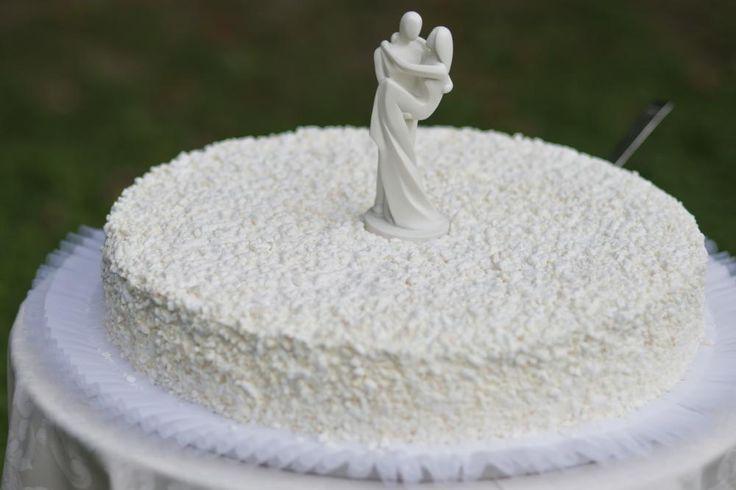 Enkel hvit kake med brudepar i hvitt  http://kakene.no