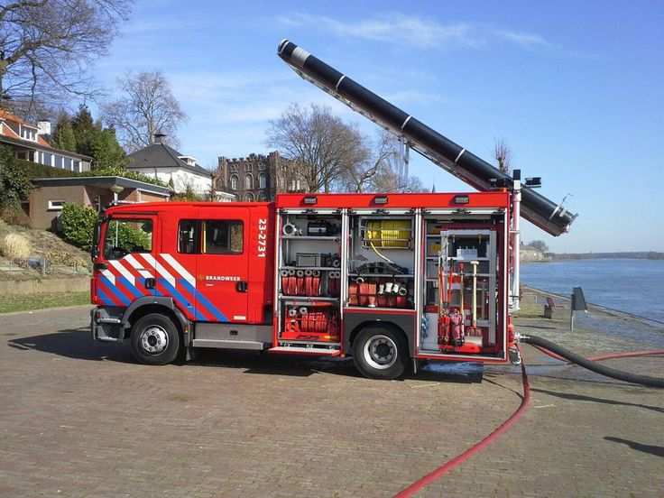 De nieuwe tankautospuit van ons korps Kessel , incl raketwerper (lol)
