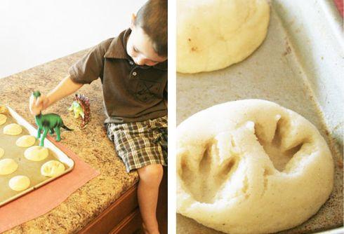 Biscoitos fofos de pegadas de dinossauro!