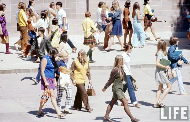 HOW HIGH SCHOOLERS DRESSED IN 1969 (I WAS STILL IN ELEMENTARY )--9 OUT OF TEN GIRLS PARTED THEIR STRAIGHT HAIR IN THE MIDDLE!