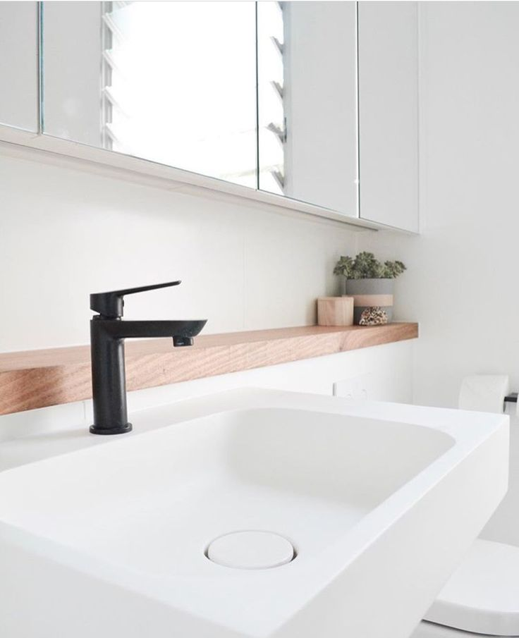 I quite like this shelf behind the tap, similar to the kitchen