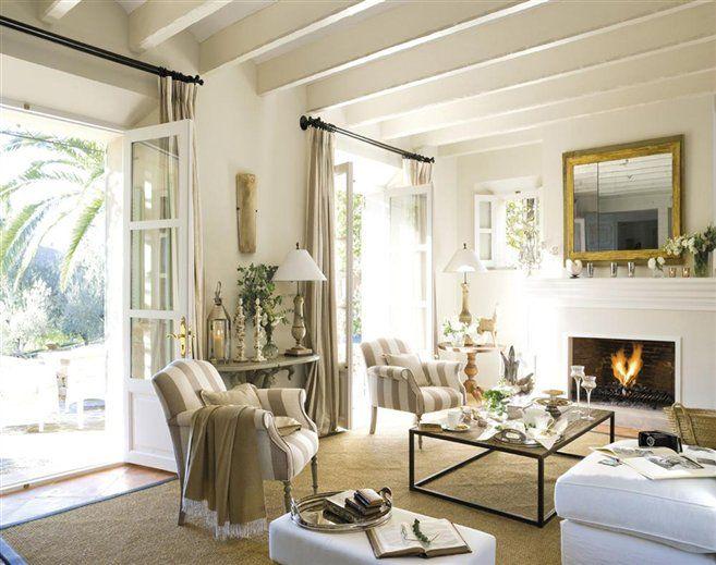 Restuful living room beautiful double french doors for Open the door salon de provence