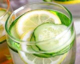 Eau détox drainante concombre et citron…