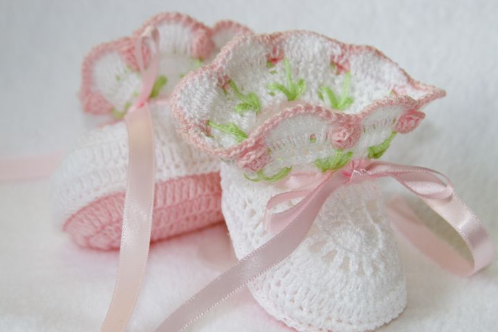 I'm not usually a fan of crochet booties because they are so chunky, but these are delightful. So delicate and pretty.