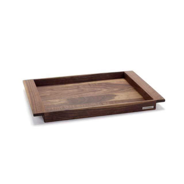 """Design Holztablett in Nussbaum in 3 GrößenDas elegante dunkle Nussbaumholz macht unser NATUREHOME Holztablett zu einem besonderen Hingucker in Ihrem Interieur. Das geradlinige Design wirkt elegant und modern zugleich. Zertifiziertes Massivholz aus nachhaltiger Forstwirtschaft und ein natürlicher Holzschutz mit Kiefernöl sorgen für Stabilität und Langlebigkeit. """"Made in Germany"""", von Hand verarbeitet, ergibt eine exklusive und hochwertige Qualität unserer edlen Klassiker . Durch die…"""