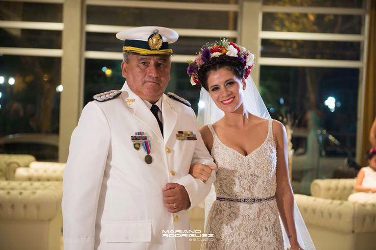 Tocado de flores . Vestido de novia Marisa Campanella.  Con mi viejo !!! Mi padrino militar