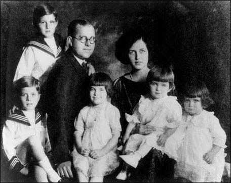 Kennedy family portrait: 1921  John, Joe Jr; Joe Sr; Rosemary, Eunice, Kathleen.