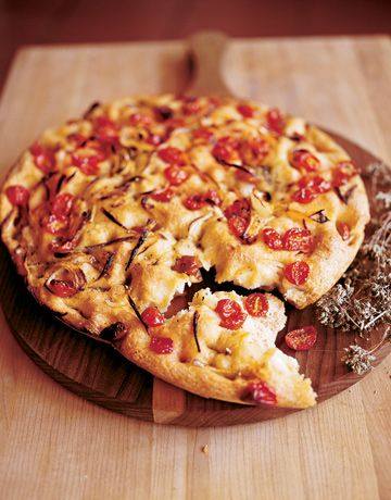 Lidia Bastianich shares a recipe for an easy onion and tomato focaccia.