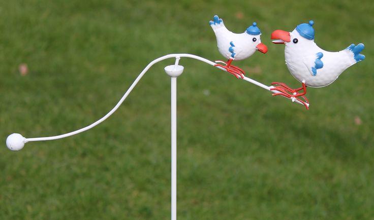 De WS446, metalen windspel met 2 vogels, wit-blauw-oranje, verkrijgbaar bij www.robanjer.nl