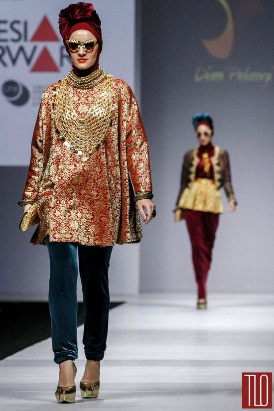 Jakarta-Fashion-Week-2015-Runway-Dian-Pelangi-Tom-Lorenzo-Site-TLO (3)