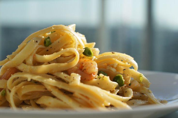 Lemon Fettuccine with Garlic Shrimps