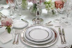 Sugestão de mesa para comemorar o Dia dos Namorados com um jantar romântico e especial!