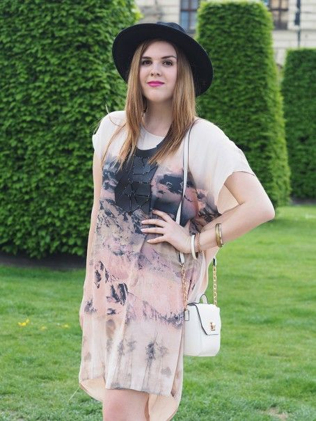 Barb / Oversize Dessert Dress