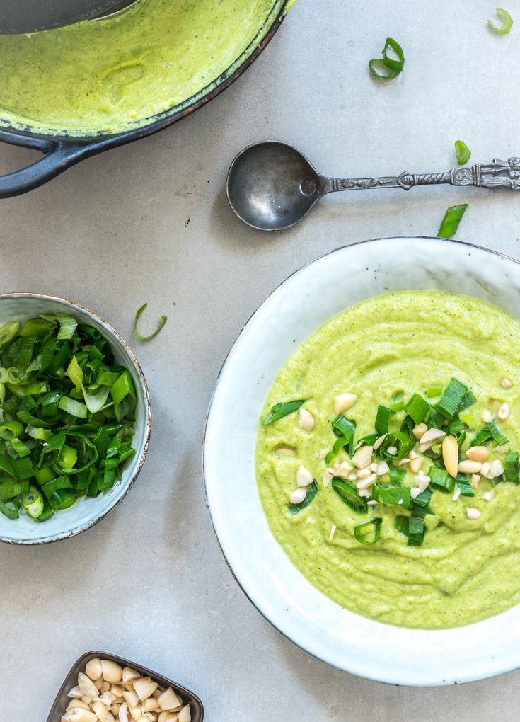 Verwarmende broccolisoep met gember en bosui