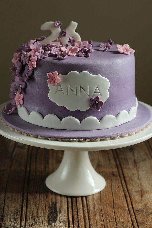 τούρτα με ζαχαρόπαστα