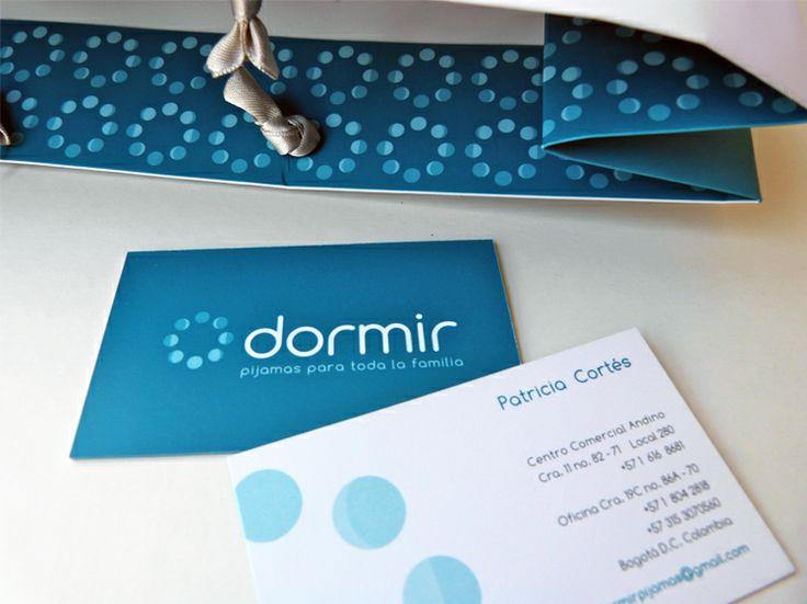 DORMIR PIJAMAS  Esta marca Colombiana, decidió cambiar completamente su imagen. Para esto, desarrollamos la evolución de la marca con un nuevo logotipo, el aviso en su tienda del Centro Comercial Andino y con el material gráfico que la acompaña.