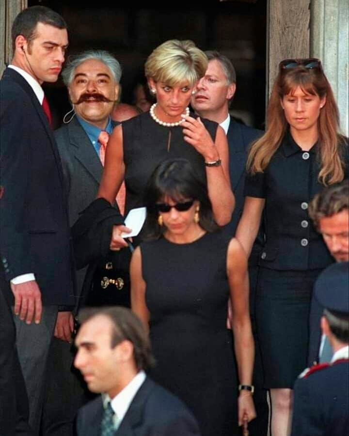 diana princess of wales attends gianni versace s funeral only weeks before her own funeral diana princess of wales attends gianni