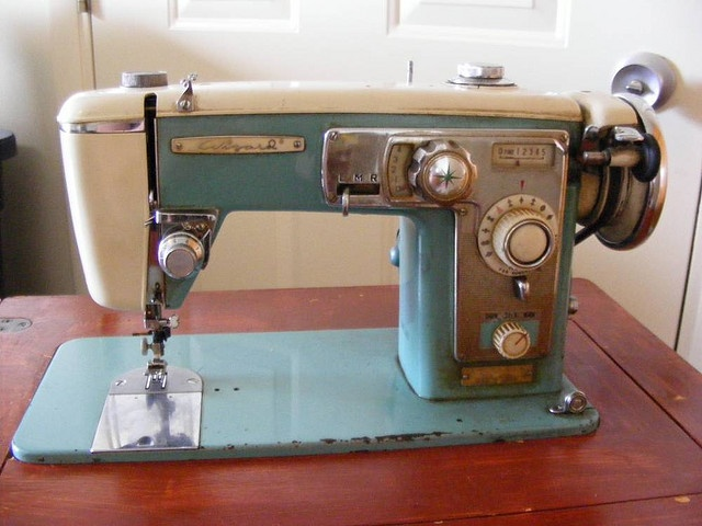 79 best old sewing machines images on pinterest old sewing wizard sewing machine by sygnetcreations fandeluxe Choice Image
