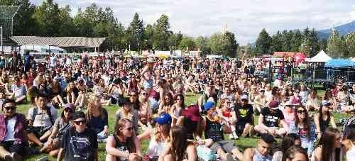 Crowds on the lawns at the Squamish Valley Music Festival