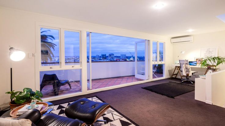 Prepare to be blown away! - Eden Terrace, Auckland City - 1650813