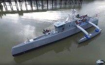 Darpa test drone-schip (video)  Het ontwikkel-instituut van de Amerikaanse defensie, Darpa, heeft een 40 meter lang onbemand schip ontwikkeld om op onderzeeërs te kunnen jagen.