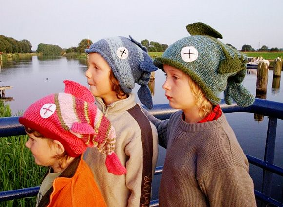 Free Fish hat knitting pattern... @Ginny Blackstone  I'm pretting sure you should knit some of these for camp! haha