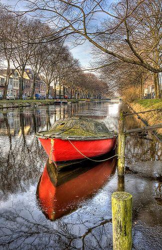 Den Helder; Left in the canal