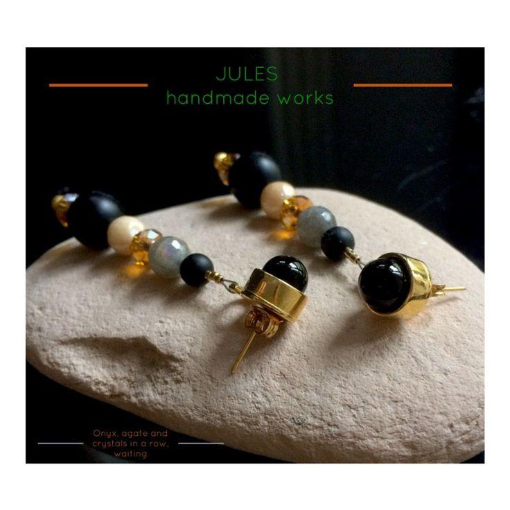 Orecchini pendenti PRIMAVERA, in ottone dorato con pietre dure e cristalli by JulesHandmadeWorks on Etsy