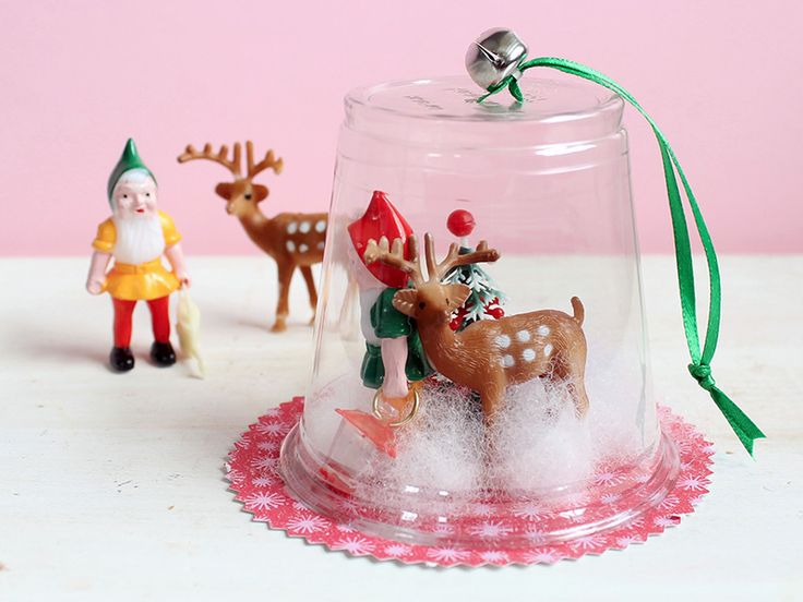 Adorable diorama ornaments from kixcereal.com. Great kids craft using plastic cup!