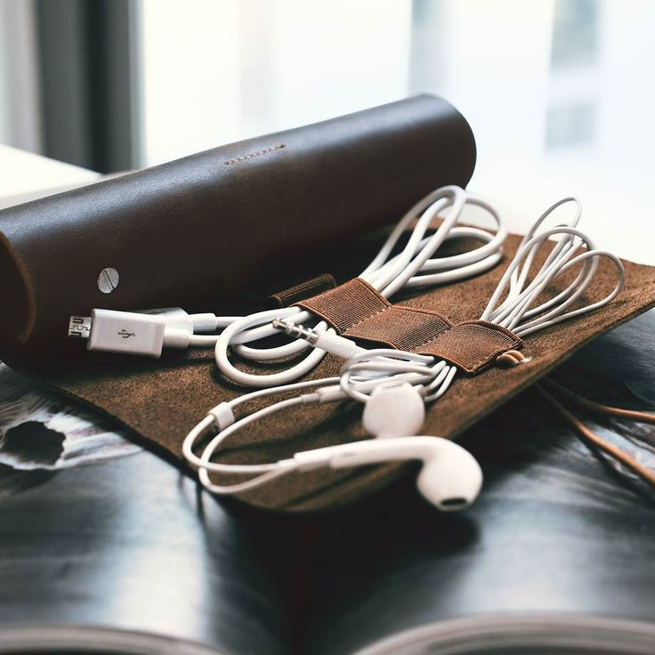 Looking fora stylish cable organizer? We have something for you: Our multi-purpose ful lgrain leather roll is the perfect companion for every occasion.  Link to the product in bio and here: http://amzn.kalibri.de/leatherroll04  #kalibri #fullgrainleather #mobileaccessories #essentials #leathercase #minimalism #design #stationery #leder #vintage #handmade #organizer #artistsroll #edcroll #edc #everydaycarry #gear #berlin