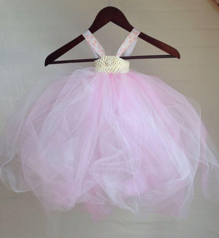 Håndlavet lyserød tylkjole med glimmer til 499kr. Perfekt til brudepigekjole.