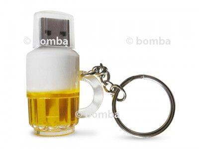 USB flash disk pre milovníkov piva je originálny a vtipný darček pre každého muža, najmä ak je milovníkom a konzumentom zlatého moku. Kapacita tohto USB flash disku je 8 GB, kompatibilný je s USB 2.0. Ak chcete potešiť manžela, priateľa, kolegu alebo aj šéfa v práci, tak neváhajte a kúpte mu tento pekný flash disk. Obdarovať ním môžete aj ženu.