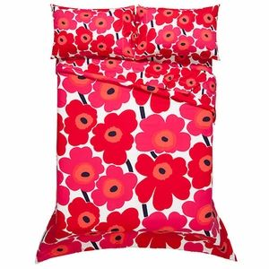 I just want to climb in that bed!  Marimekko is the BEST!  Marimekko Unikko Red Percale Bedding