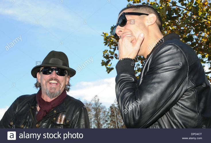 Download this stock image: Orlando, Florida, USA. 12th January 2014. Actors Tommy Flanagan (L) and Theo Rossi of the Sons of Anarchy American television drama series make an appearance at the Orlando Harley-Davidson store. Earlier, the actors served as grand marshals of the Bikers Against Child Abuse charity motorcycle ride from Walt Disney World. Over 2600 bikers participated in the event. Credit:  Paul Hennessy/Alamy Live News - DPD4CT from Alamy's library of millions of high reso...